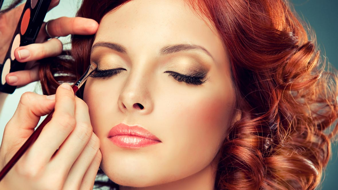 Get The Most Mesmerizing Hair And Makeup To Style Yourself
