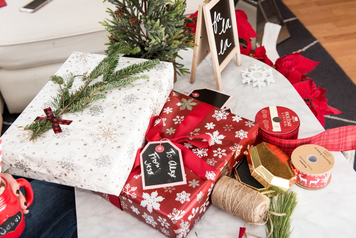 Products That Decorate Gift Packages Are Numerous